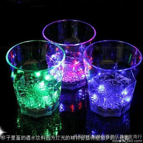 慧商宝XY022B水感应七彩闪光八角杯 新奇特创意礼品 倒水就亮发光杯